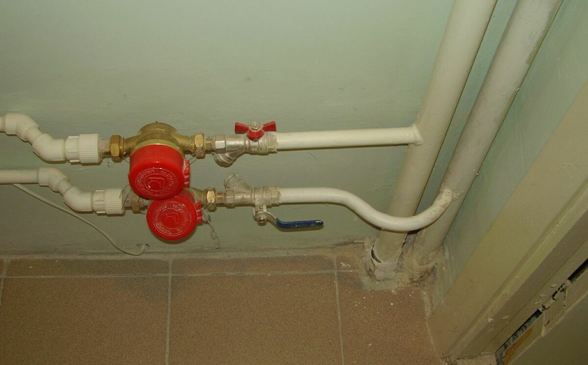 Замена сливной трубы в ванной своими руками