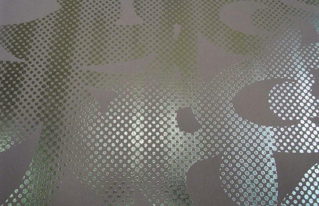 Металлизированные обои – особенности и преимущества