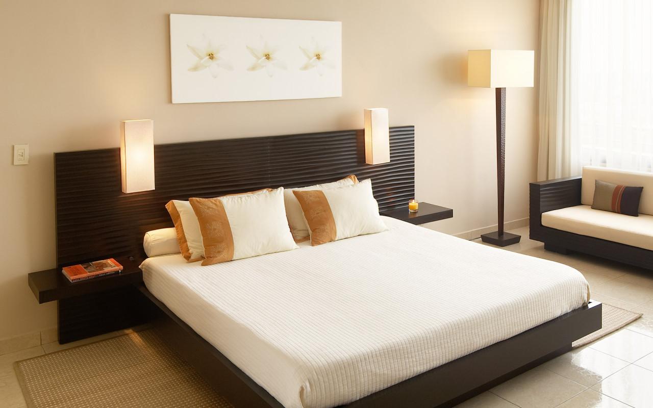 Как оформить спальную комнату