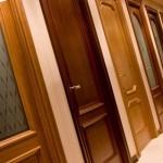 Натуральные межкомнатные двери или комбинированные материалы?