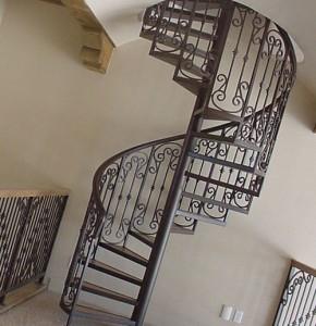 монтаж винтовой лестницы