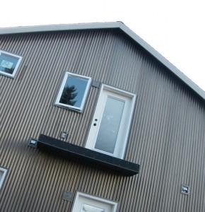 отделка дома металлическим сайдингом