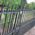 Металлический забор с элементами ковки