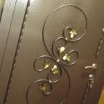 Входные двери с кованым узором