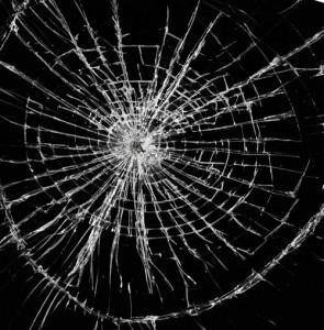 замена разбитого стекла в пластиковом окне