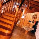 Деревянные лестницы от компании Приорити Групп
