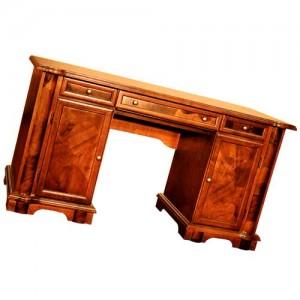 письменный стол в квартире