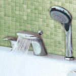Смесители на борт ванны – стильное украшение и повышенное удобство использования